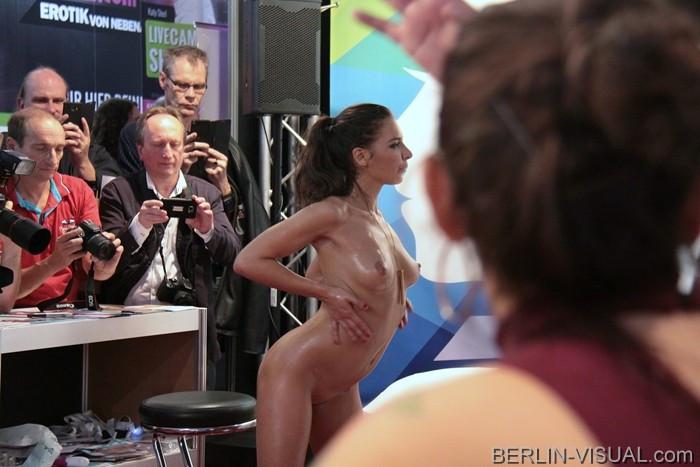 Avn 2012 порно звезды раздают автографы